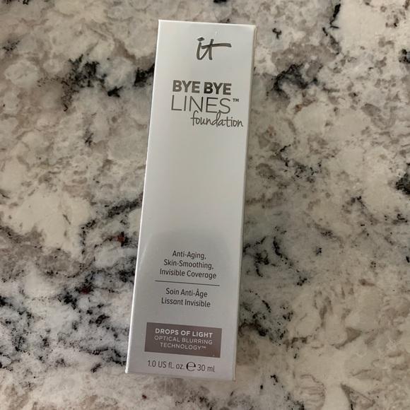it cosmetics Other - It Cosmetics Bye Bye Lines Foundation Medium Shade
